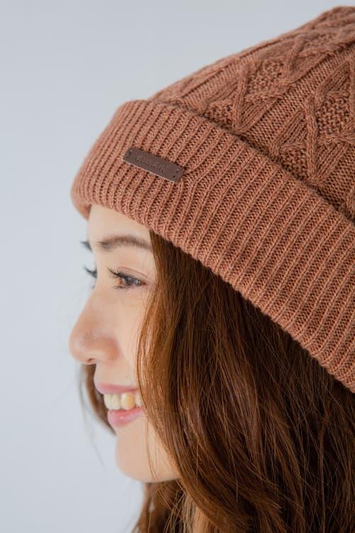 レザーパッチ付きシンプルニット帽