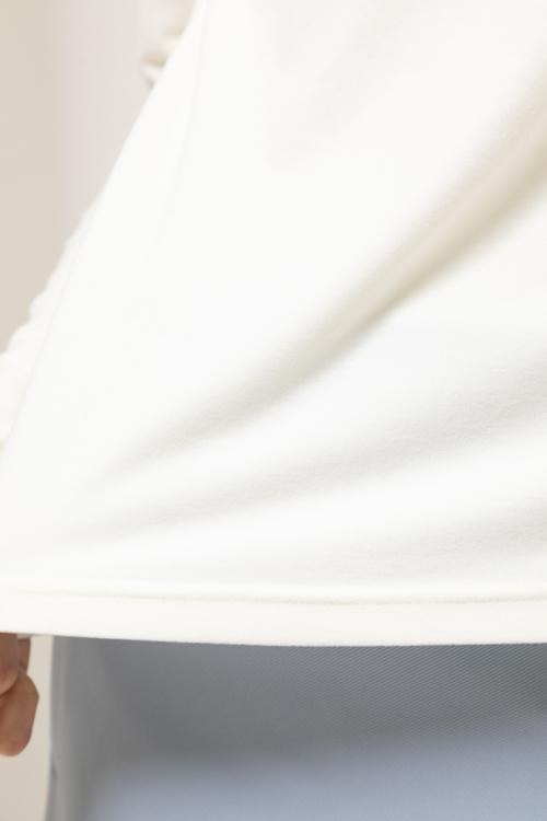 「AIMANT」パールロゴミップストレッチスウェードハイネックプルオーバー